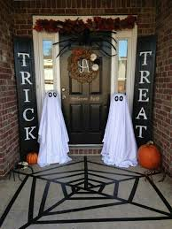 Scary Halloween Decorations For Outside by Halloween Front Door Decor Scary Homemade Halloween Decorations