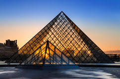 louvre museum at sunset wallpapers silhouette of glass pyramid of the louvre museum editorial stock