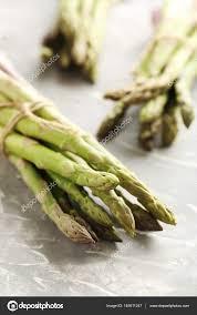 cuisiner asperges vertes fraiches asperges vertes fraîches photographie 5seconds 145611247