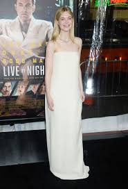 elle fanning at u0027live by night u0027 premiere in hollywood 01 09 2017