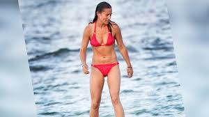 pippa middleton flaunts washboard abs in pink while on