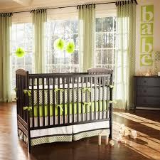 chambre bebe vert anis chambre bébé fille en nuances de vert inspirantes