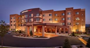 hotel in lehi utah with luxury bedding courtyard
