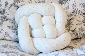 knot pillows the hottest modern trend diy knot pillows