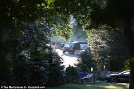 Clinton Estate Chappaqua New York Hillary Clinton Recovers From Pneumonia At Home Where There U0027s