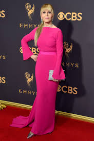 emmys 2017 jane fonda u0027s backwards red carpet jewelry and bangs