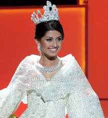 shamcey supsup u0027s national costume in miss universe 2011
