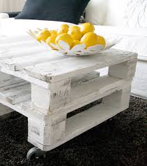 use an old skid to make a cute little table diy pinterest