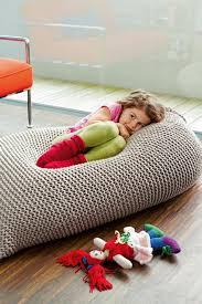 pouf chambre enfant le pouf au crochet confort et beauté à la maison archzine fr