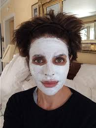 how does lisa rinna fix her hair lisa rinna 50 looks a fright in face mask before unveiling