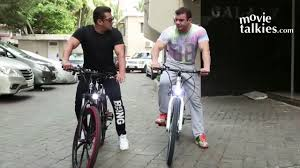 salman khan cycling in front of shahrukh khans house youtube