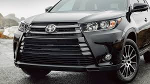 toyota subaru 2017 2017 subaru outback vs 2017 toyota highlander comparison review by