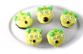 short sweet toy story alien cupcakes sing kitchen