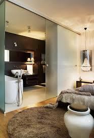 schlafzimmer mit bad badezimmer modern einrichten matt glas schiebetür schlafzimmer