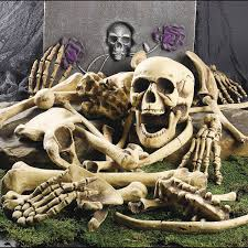 Life Size Halloween Skeleton by 30 Skull And Skeleton Halloween Decorations