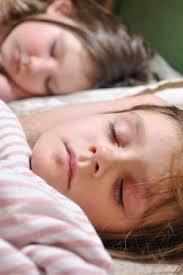 quand faire dormir bébé dans sa chambre dormir deux enfants dans la même chambre enfant 3 à 5 ans