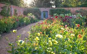 30 best late season gardens visit before autumn sets in