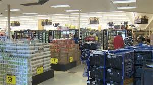 last minute thanksgiving shoppers to area grocery stores