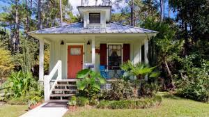 a little southern style cottage that u0027s listed on airbnb in