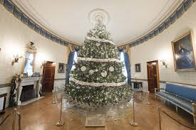 Obama Oval Office Decor White House Holiday Decorations 2016 Michelle Obama U0027s Office