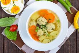cuisine legere et dietetique soupe diététique légère avec des boules de viande des légumes le