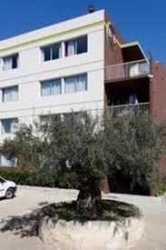 hotel a nimes avec dans la chambre découvrez la provence avec votre hôtel b b nîmes ville active