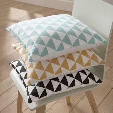 housses coussins canap housse de coussin coton déco triangles canapé chaise suisse et