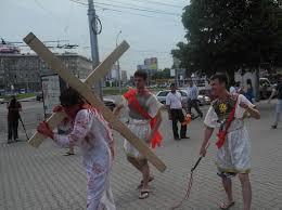 На центральной площади Новосибирска показали распятие Христа