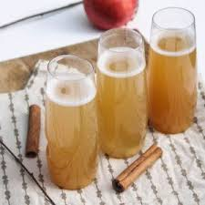 spiced apple cider chagne cocktails for thanksgiving
