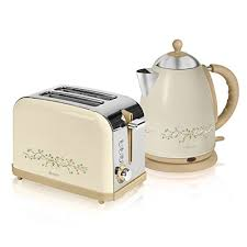 Delonghi Vintage Cream Toaster Swan Eternal Beau 2 Slice Toaster And 1 7 Litre Jug Kettle