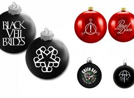Locket Ornament 13 Ornaments To Make Your Christmas Tree Rock Features