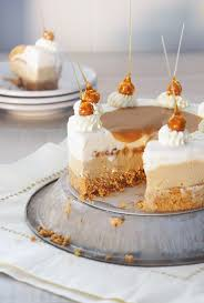 hazelnut and vanilla sundae cake with salted caramel sugary