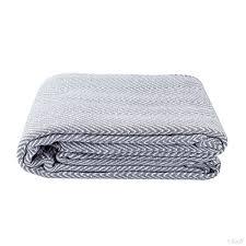 plaid canap gris plaid ou jeté de canapé halden uni gris à motif chevrons en coton