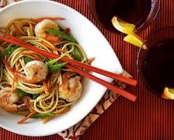 cuisiner des pates chinoises nouilles chinoises aux crevettes et au poulet recettes de cuisine