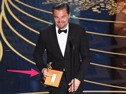dicaprio photo giving middle finger at oscars business insider