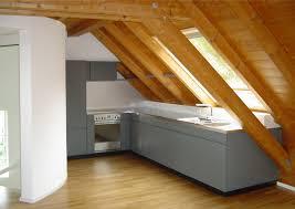 küche in dachschräge winkelküche perfekt eingepasst schreinerei tödi ag