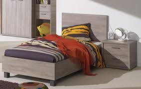 la chambre en espagnol lit enfant contemporain chêne espagnol travis lit chevet