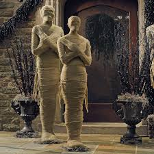lifesized wrapped mummy statues the green head