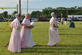 amish wedding dress update on rosanna time for annual meeting amish 365 amish