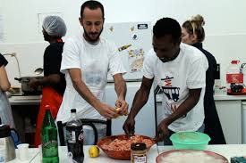 cuisiner a domicile et livrer ton voisin cuisinier te livre à domicile streetpress