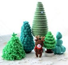 diy crocheted christmas tree with free pattern free crochet