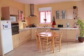 lambris pour cuisine lambris cuisine top tapis sol cuisine cuisine equipee blanche