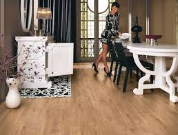 How To Lay Laminate Flooring Around Doors Cut Rustic Laminate Flooring Around The Door Frames