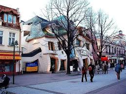 Crooked House Krzywy Domek Aka