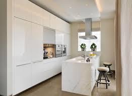 meuble cuisine vitré le suspension fantaisie en forme de triangle comptoir granit noir