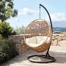 fauteuil de la maison ça balance dans le jardin joli place