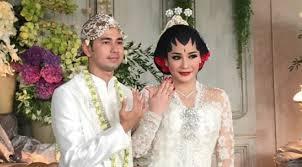 wedding dress nagita slavina raffi ahmad baru berani memperlihatkan foto romantisnya bersama