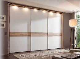 schlafzimmer schiebeschrank schlafzimmer schwebetürenschrank 3 türen mit weiß lackiert und