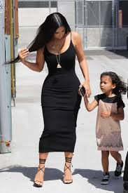 kim kardashian arriving at baby shower 28 gotceleb