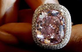 an welchem finger trã gt den verlobungsring frau trägt jahrelang über 400 000 am finger und weiß es nicht